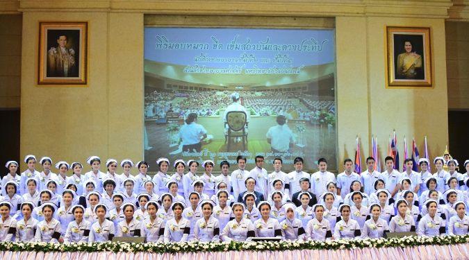 ม.วลัยลักษณ์จัดพิธีมอบหมวกและเข็มสถาบัน ให้แก่ว่าที่บัณฑิตพยาบาล รุ่น 16