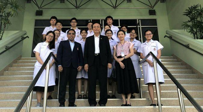 อธิการบดี ม.วลัยลักษณ์ เยี่ยมนักศึกษาแพทย์ที่ รพ. วชิระภูเก็ต