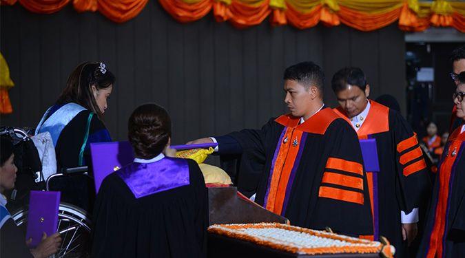 สมเด็จพระเจ้าลูกเธอ เจ้าฟ้าจุฬาภรณวลัยลักษณ์ อัครราชกุมารี เสด็จแทนพระองค์ไปในการพระราชทานปริญญาบัตรแก่ผู้สำเร็จการศึกษาจากมหาวิทยาลัยวลัยลักษณ์ ประจำปีการศึกษา 2560