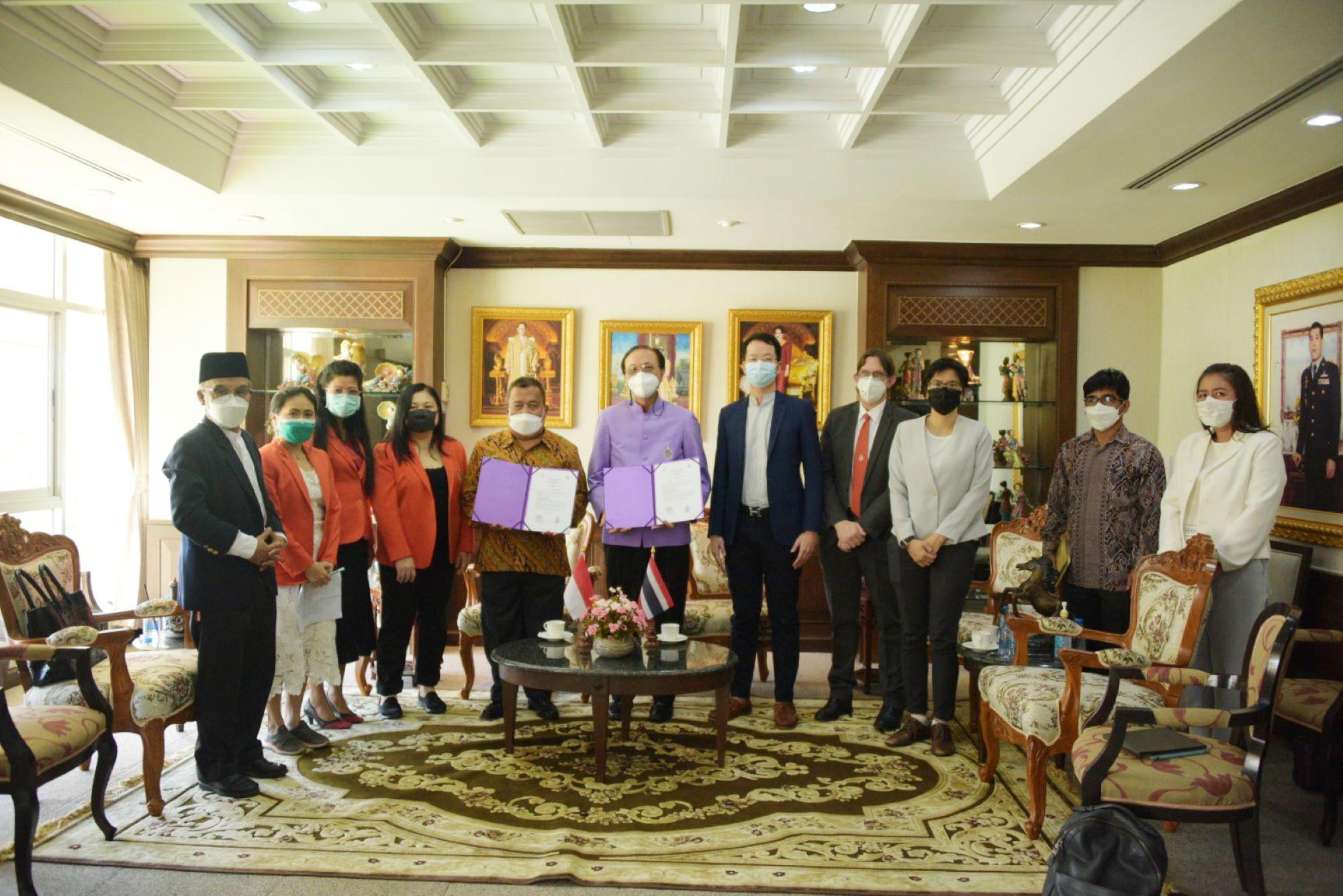 นายแฟคลี สุไลมาน กงสุลอินโดนีเซียประจำจังหวัดสงขลาเข้าเยี่ยมคารวะอธิการบดีมหาวิทยาลัยวลัยลักษณ์